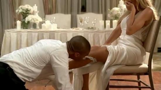 Noivo Tirando Liga da Noiva com a Boca.jpg